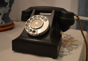 Bakelite phone 3